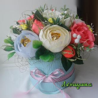 Цветы из конфет, оригинальный подарок, букет в шляпной коробке.