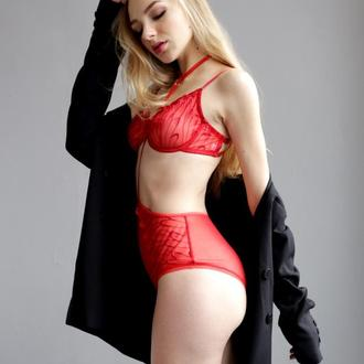 Красный комплект белья с портупеей