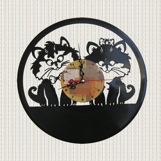 часы настенные пара влюбленных котят