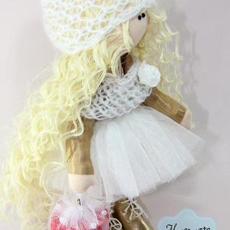 Интерьерная текстильная куколка Блондинка в золотом с подарком