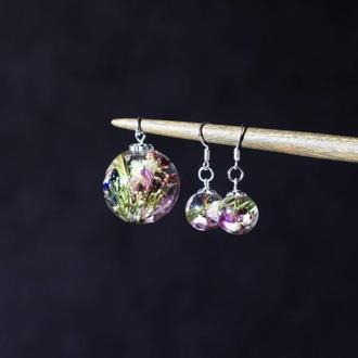 Комплект украшений из эпоксидной смолы с настоящими цветами (кулон и сережки)