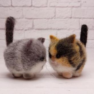 Котики валяные. Подарок на заказ. Игрушки животные. Милые коты