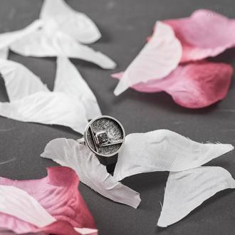 Серебряное кольцо с необработанным серым бриллиантом
