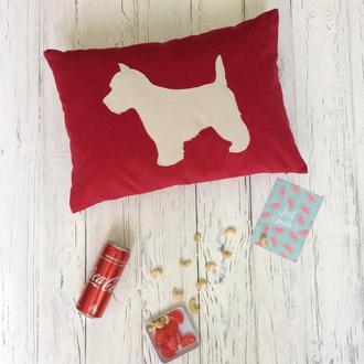 Красная декоративная подушка 50 х 36 см
