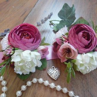 Комплект бутоньерок в цвете Сангрия Бутоньерка Повязка на руку