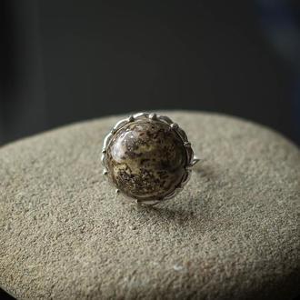 Серебряное кольцо с красивым янтарем