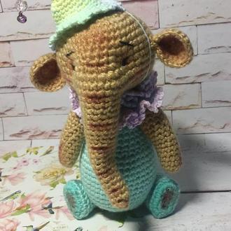 Вязаный слонёнок