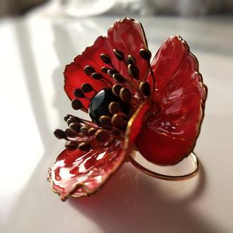 Коктейльное кольцо с цветком красного полевого мака