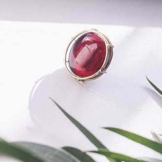 Кольцо из латуни с красным стеклом