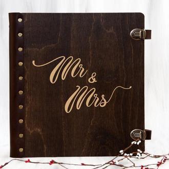 Деревянный свадебный альбом «Mr & Mrs» с магнитными листами и персональной гравировкой