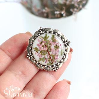 Вікторіанська брошка з рожевим вересом • Брошь с вереском • подарок маме • белая брошка