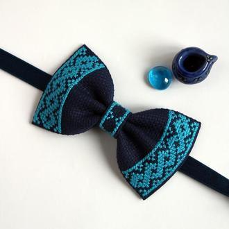 Вышитая галстук-бабочка