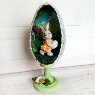 Пасхальное яйцо на подставке с кроликом внутри Сувенир на пасху