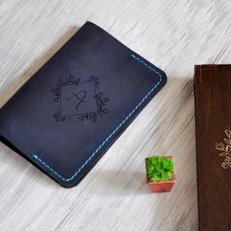 Обложка на документы «Цветы» в подарочной деревянной коробке с индивидуальной гравировкой