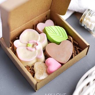 Сувенирный набор крафтового мыла Love in spring LOVE