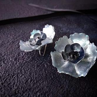 Серьги в виде цветка