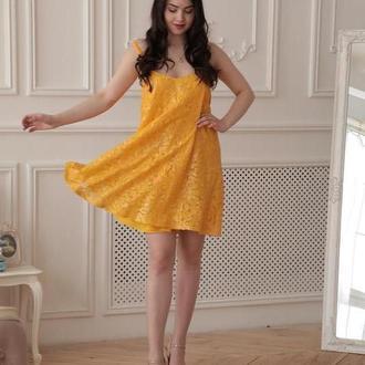 Желтое платье в пайетках
