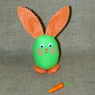 Пасхальный зайчик в корзинку - интерьерная игрушка кролик в форме яйца, 22 см