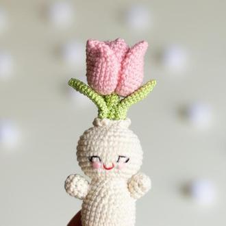 Вязаный человечек розовый тюльпан, вязаная игрушка цветок, весенний декор