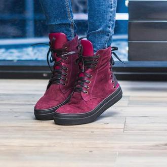 Женские кожаные слипоны на шнурках