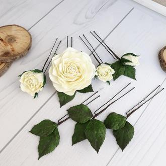 Шпильки с цветами розы молочные