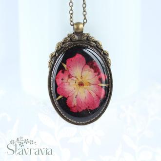 Підвіска з трояндою • Кулон черный овальный с малиново - красной розой • подарок любимой сестре