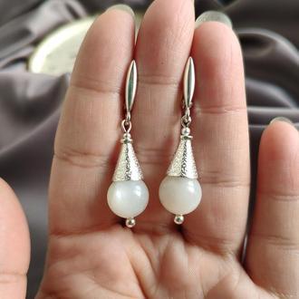 Срібні сережки з білим місячним каменем