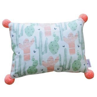 Подушка с помпонами в детскую комнату