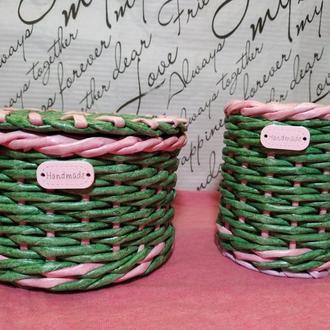 Плетеная шкатулка и стакан