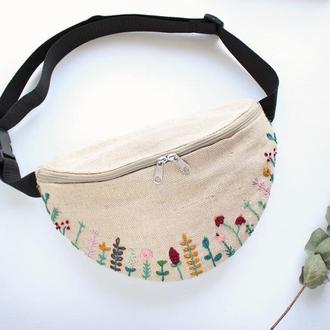 """Поясная сумка, бананка с вышивкой ручной работы """"Полевые цветы"""""""