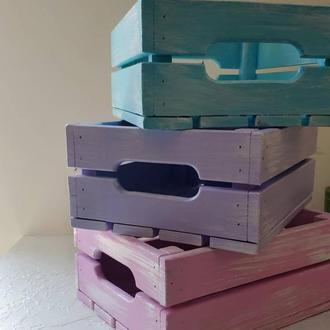 Деревянный ящик для вещей, цветов, книг, и тому подобное.