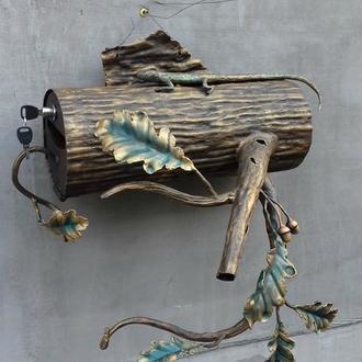 Кованый почтовый ящик, дубовая ветвь с ящерицей