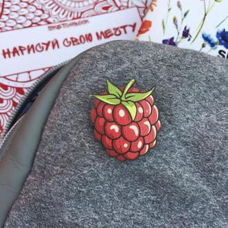 """Деревянный значок """"Малинка"""""""
