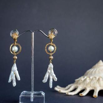 Дизайнерские серьги с натуральным жемчугом барокко и майорикой в позолоте