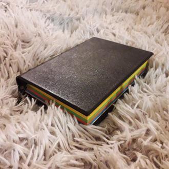 Черный кожаный блокнот для записей