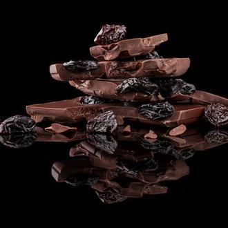 Чорний шоколад з вишнею