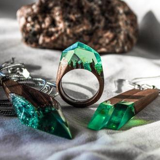 Кольца, кулоны, серьги - комплекты украшений из эпоксидной смолы и натурального дерева