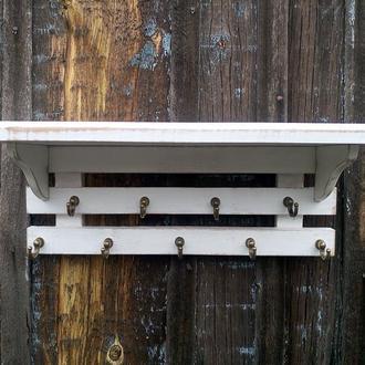 Белая деревянная полка с крючками Ключница с полочкой Вешалка в прихожую Полка кухонная