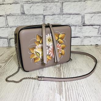 """Женская сумка """"Квадро"""" натуральная кожа бежевый цвет, кроссбоди, ручная роспись нарисованные цветы"""