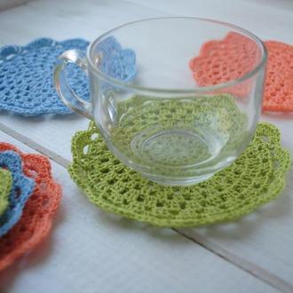 Набор подставок под чашки / разноцветных салфеток вязаных крючком