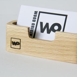 Деревянная подставка под визитки