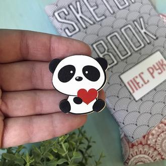 Деревянный значок Панда с сердечком