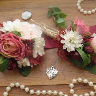Комплект свадебных бутоньерок Бутоньерка и повязка с цветами на руку