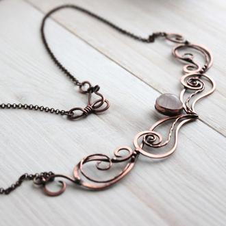 Колье с розовым кварцем wire wrap