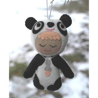 подвесная объёмная игрушка - малыш панда белая