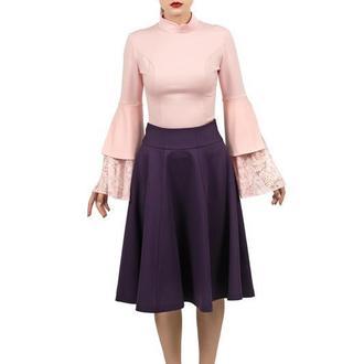 Розовая блуза с кружевными рукавами