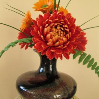 """Интерьерная композиция """"Букет хризантем"""" из холодного фарфора."""