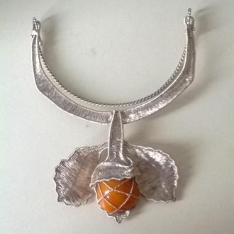 Серебряное колье ручной работы с янтарем.