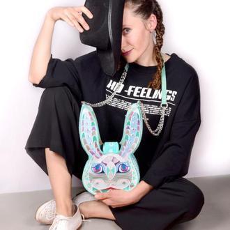 Кросс-боди в форме кролика. Оригинальная стильная вышитая сумочка с кожаным ремешком на цепочке
