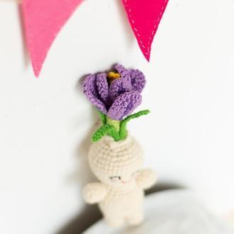 Вязаный  крокус,цветочный человечек , вязаная игрушка цветок, весенний декор